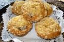 Muffins de limão com cereja e cobertura crocante