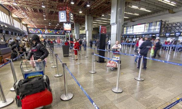 guarulhos1 Volta a cair número de brasileiros viajando para os EUA
