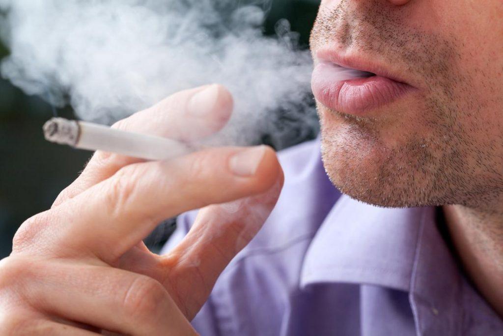 "Foto26 Fumante  1024x683 Nova lei ""descriminaliza"" fumantes em New Jersey"