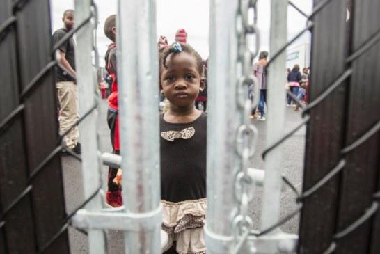 Canadá arma tendas na fronteira para receber refugiados