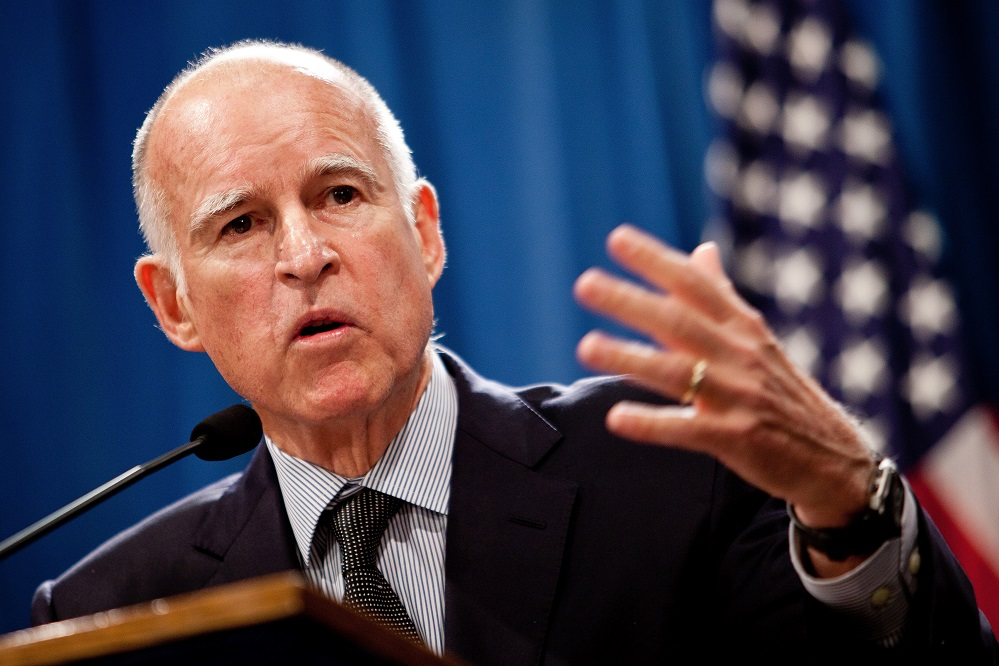 Foto2 Jerry Brown Governador apoia lei que protege indocumentados na CA