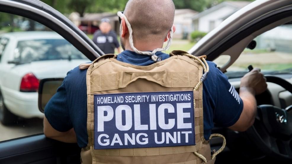 Foto26 Agente do DHS Ativistas buscam dados sobre batidas do ICE
