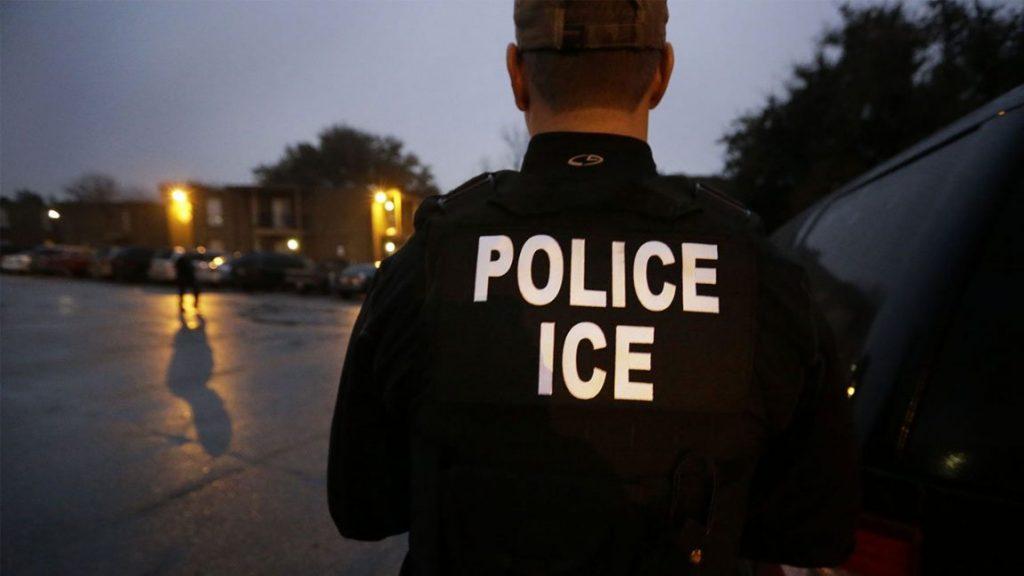 Foto4 Agente do ICE 1024x576 ICE detém imigrante preso e deportado duas vezes dos EUA
