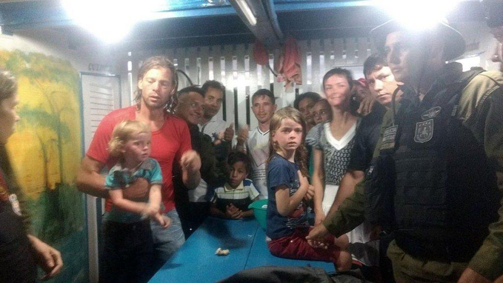 Foto10 Familia Harteau  1024x576 Americanos escapam de piratas brasileiros usando prancha