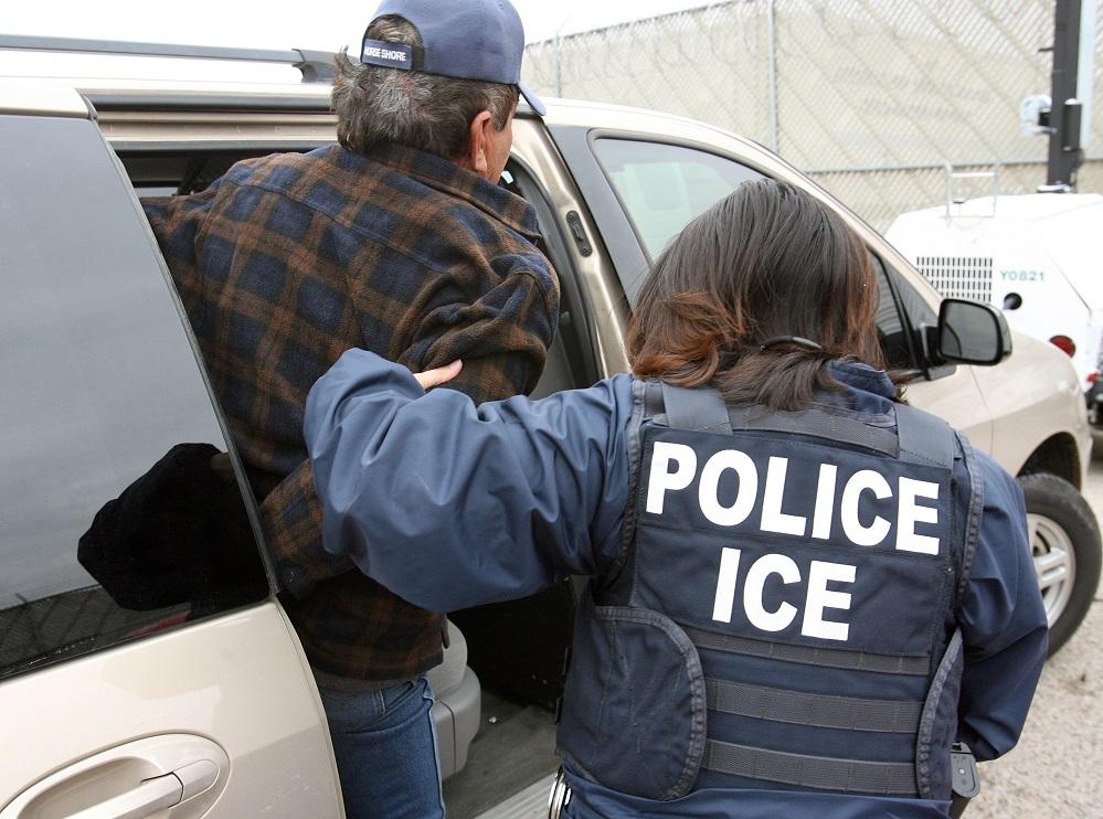 Foto18 Prisao ICE Policiais em cidades pró Trump ajudam na prisão de indocumentados