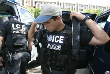 Ativistas processam xerife por denunciar morador ao ICE