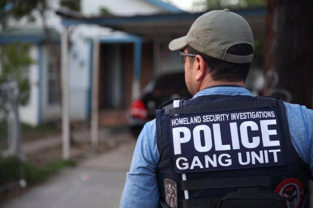 Foto19 Agente do ICE 1024x682 Donald Trump já deportou 139 brasileiros desde a posse
