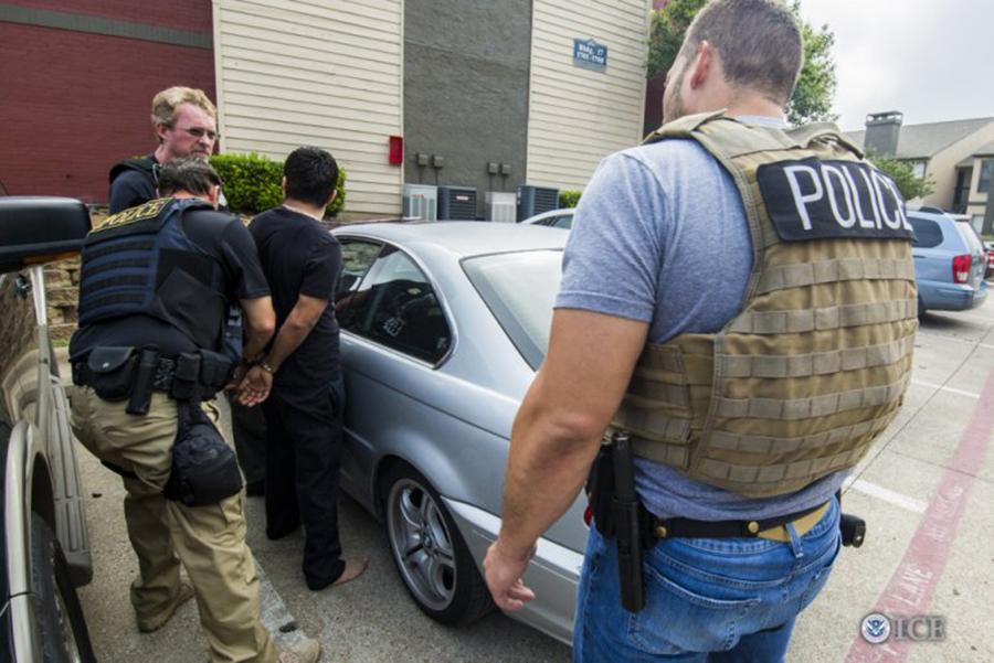 """Foto22 Prisao ICE Batidas do ICE afetam """"todos"""" os indocumentados em NJ"""