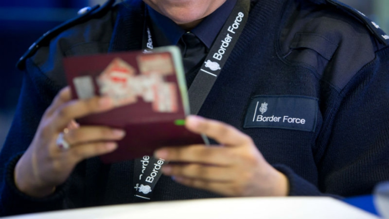 Foto23 Imigracao bitanica  Bancos britânicos serão multados se não verificarem status de imigrantes