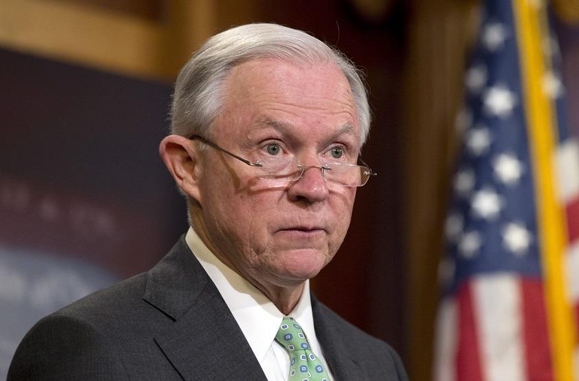 """Foto3 Jeff Sessions Sessions para as Cortes de Imigração: """"Trabalhem mais rápido"""""""