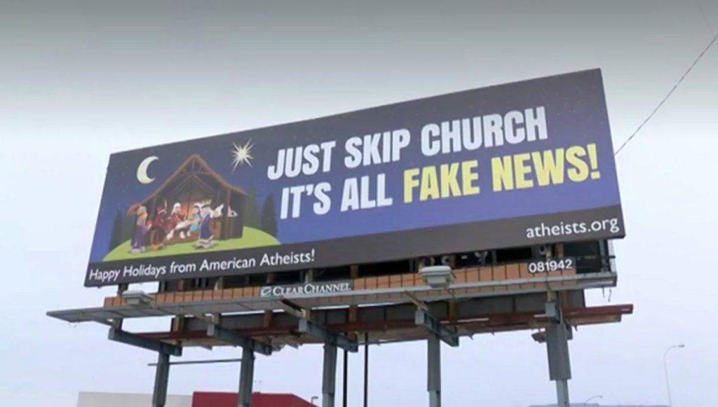 """Foto7 Outdoor ateistas 1024x581 Ateístas usam """"Fake News"""" em propaganda contra o Natal"""
