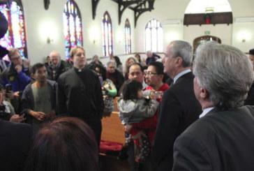 Governador de NJ visita igreja que abriga indocumentados