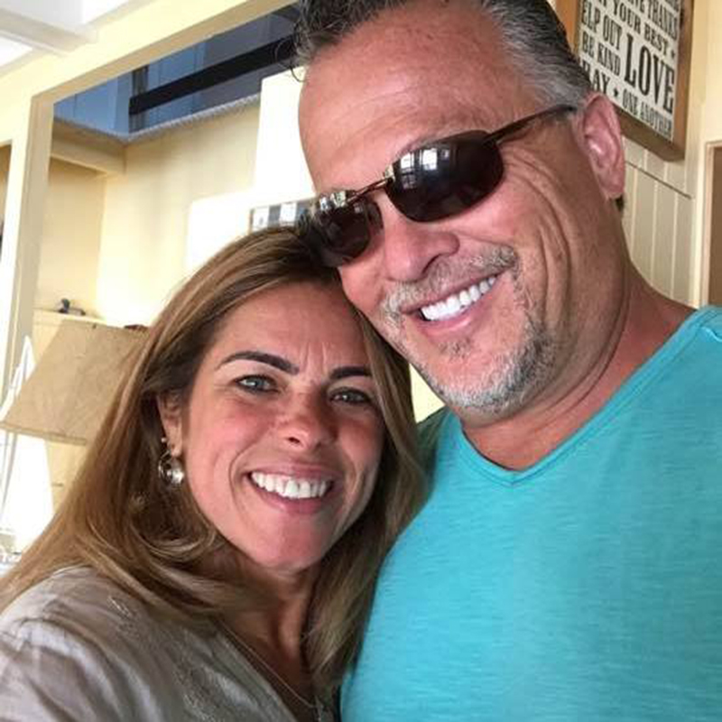 Foto14 Bob Calnan e Eliani Oliveira Americano pede mão de brasileira em casamento com outdoor