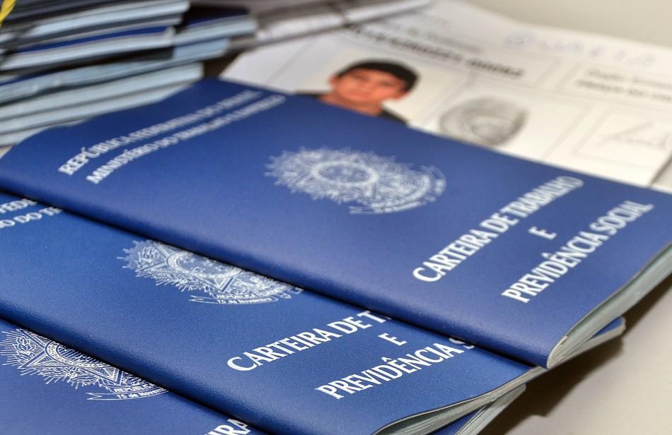 Foto15 Carteiras de Trabalho Como a reforma na aposentadoria também afeta os imigrantes?