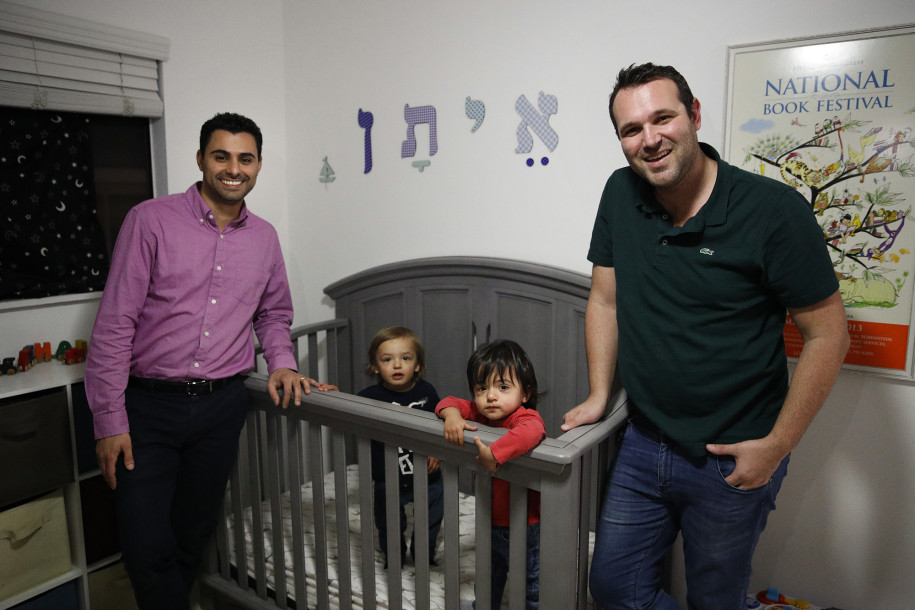 Foto2 Elad Dvash Banks e Andrew Imigração nega cidadania a 1 filho gêmeo de casal gay