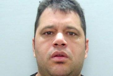 Faxineiro é preso por roubar cinto em Aeroporto de Newark
