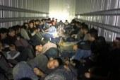 Patrulheiros encontram 76 indocumentados em caminhão no Texas