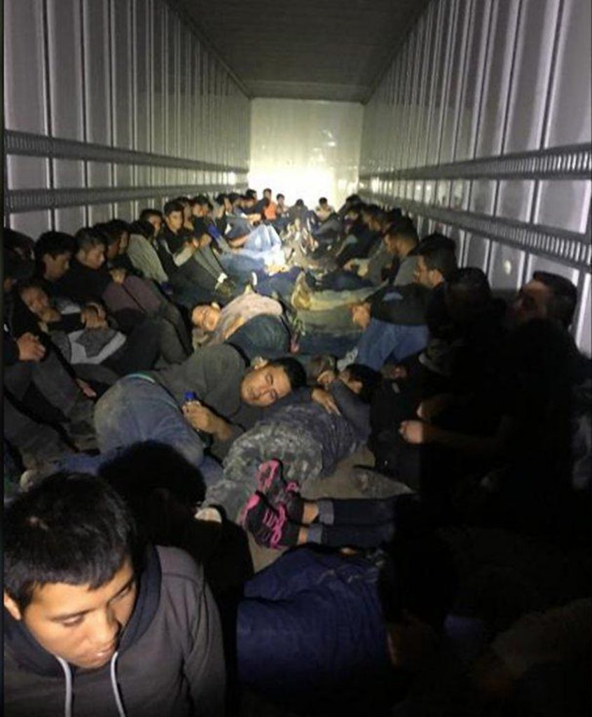 Foto26 Imigrantes em caminhao 845x1024 Patrulheiros encontram 76 indocumentados em caminhão no Texas
