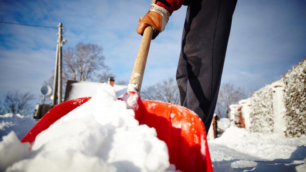 Foto26 Tirando a neve 1024x576 Acúmulo de neve pode ultrapassar 6 polegadas em NJ