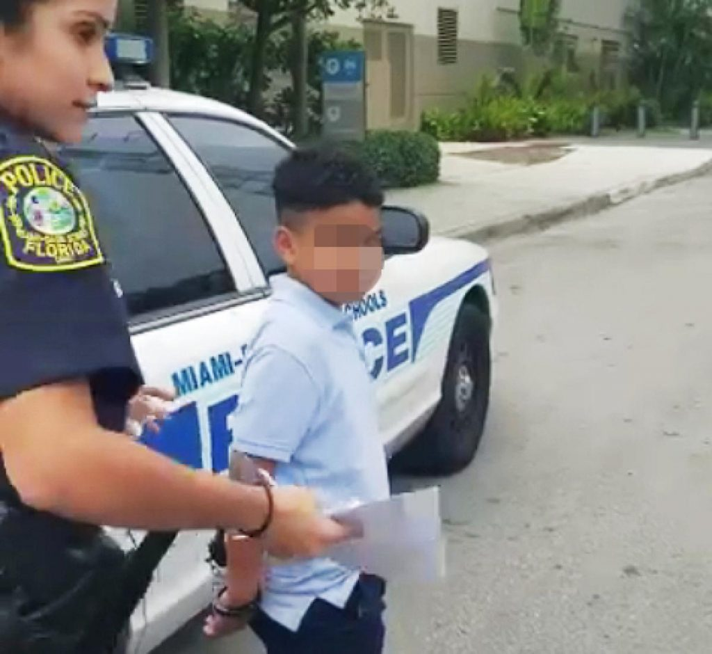 Foto28 Aluno rebelde 1024x940 Aluno de 7 anos é preso por esmurrar professora