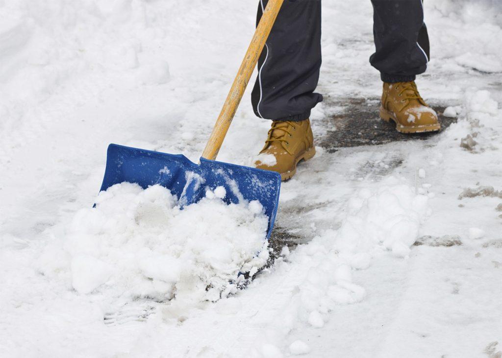 Foto28 Tirando neve  1024x731 Tempestade de neve poderá acumular 6 polegadas em NJ
