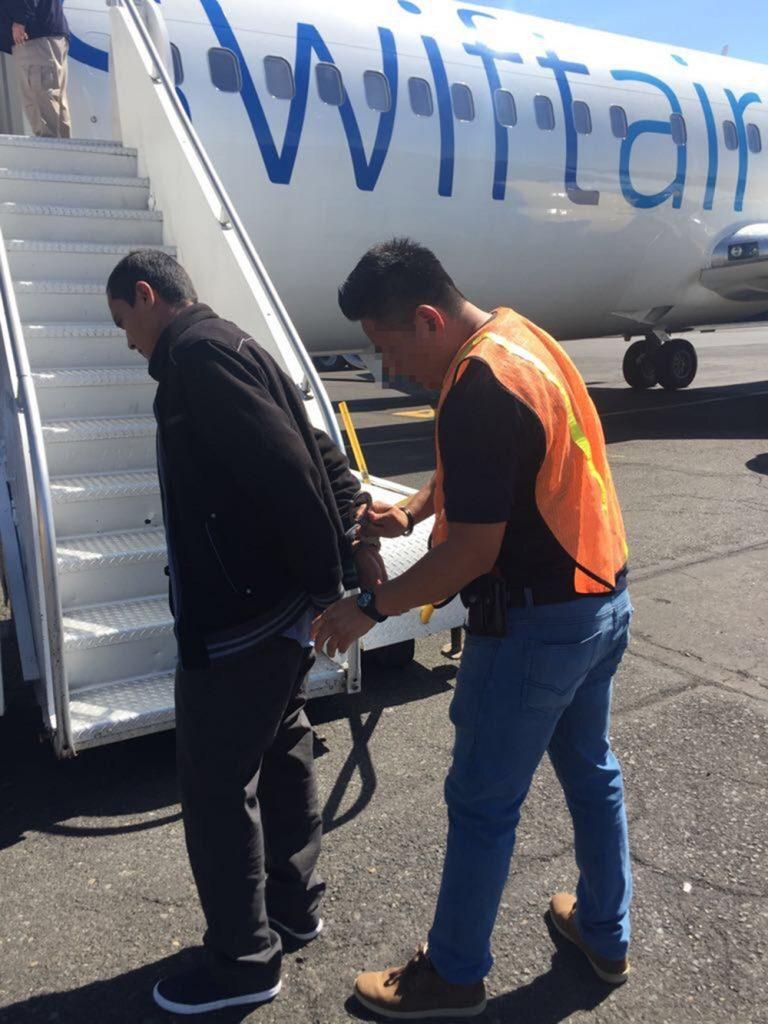 Foto3 Elvis Recinos Agreda 768x1024 ICE deporta foragido procurado por estupro de criança deficiente