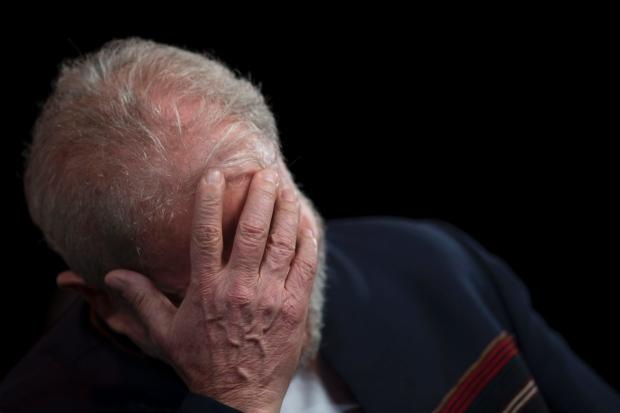 lula rosto mao Tribunal da Lava Jato mantém condenação de Lula por unanimidade