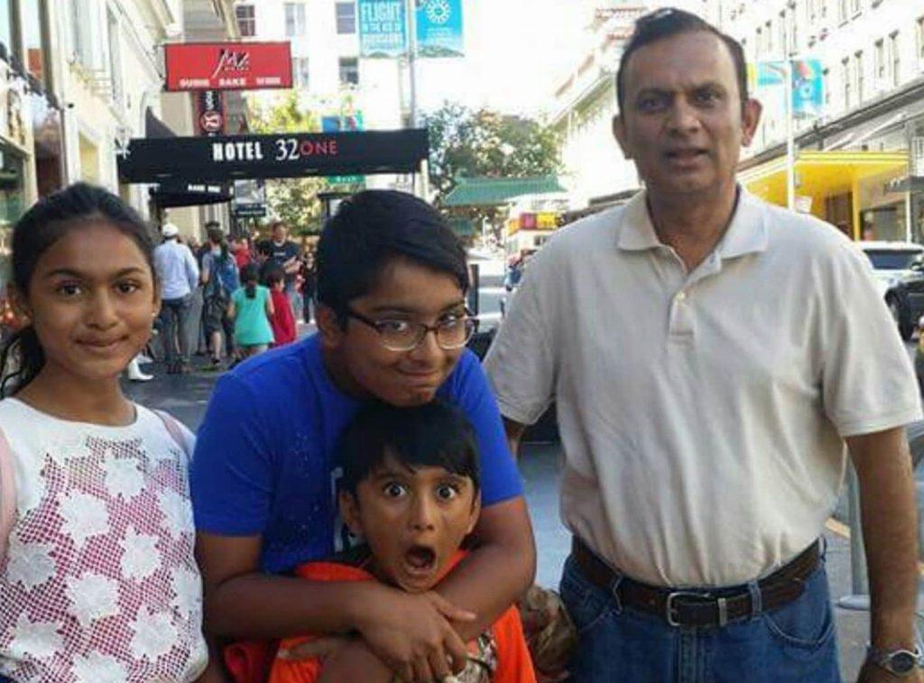 Foto20 Syed Ahmed Jamal e os filhos 1024x757 ICE prende professor universitário que vive há 30 anos nos EUA