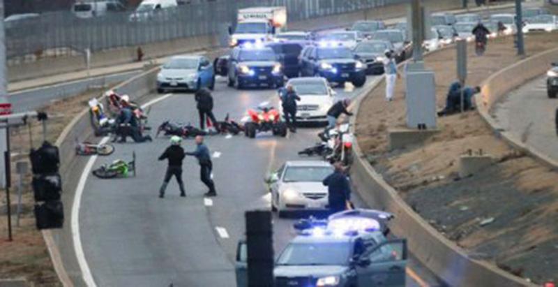 """Foto26 Motociclistas brasileiros 2 brasileiros estão entre os 5 motociclistas presos por """"caos"""" na Rota 93"""