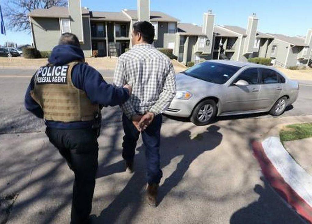 Foto3 Prisao ICE 1024x735 Batidas do ICE no Texas e Oklahoma resultam em 86 prisões