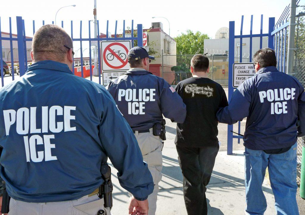 """Foto30 Prisao ICE  Com medo da deportação, indocumentados se tornam """"invisíveis"""""""