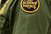 Patrulheiros encontram 10 imigrantes escondidos em caminhão