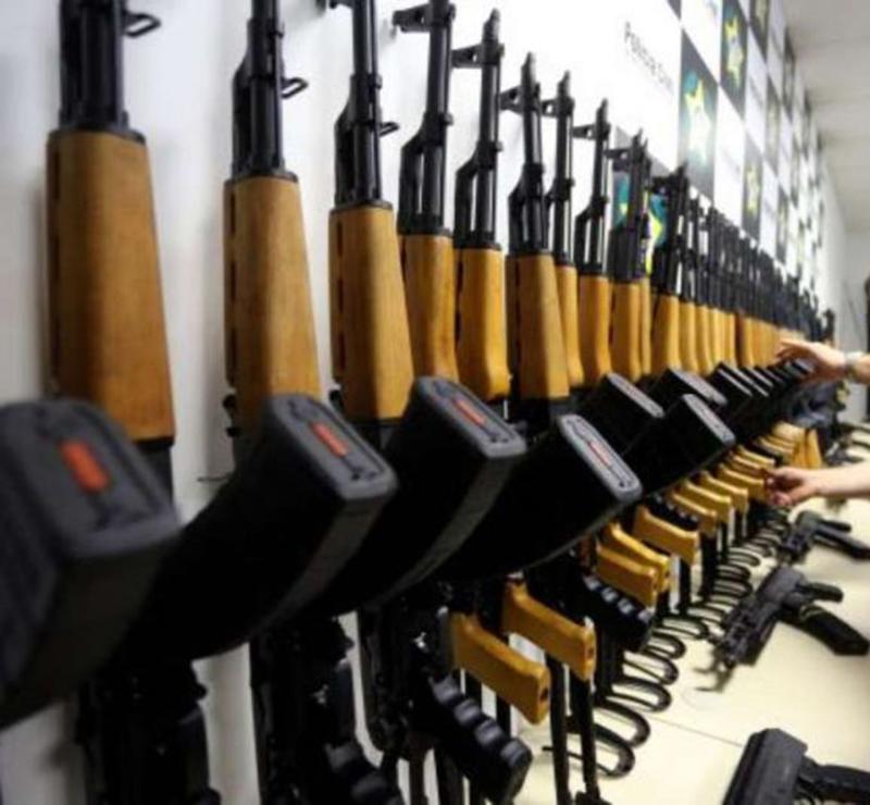 Foto7 Rifles contrabandeados Traficante de armas brasileiro passa mal em audiência na FL