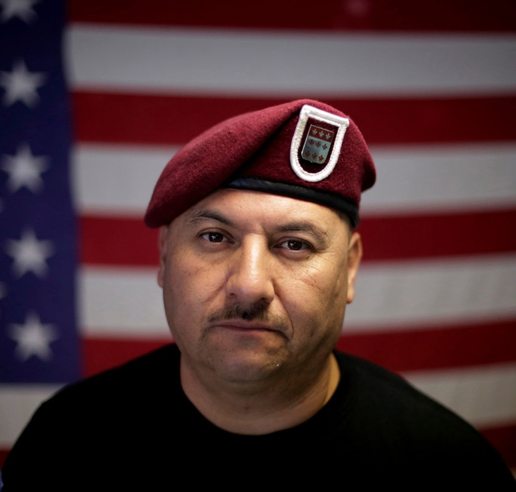 Foto15 Hector Barajas Veterano deportado é perdoado e torna se cidadão americano