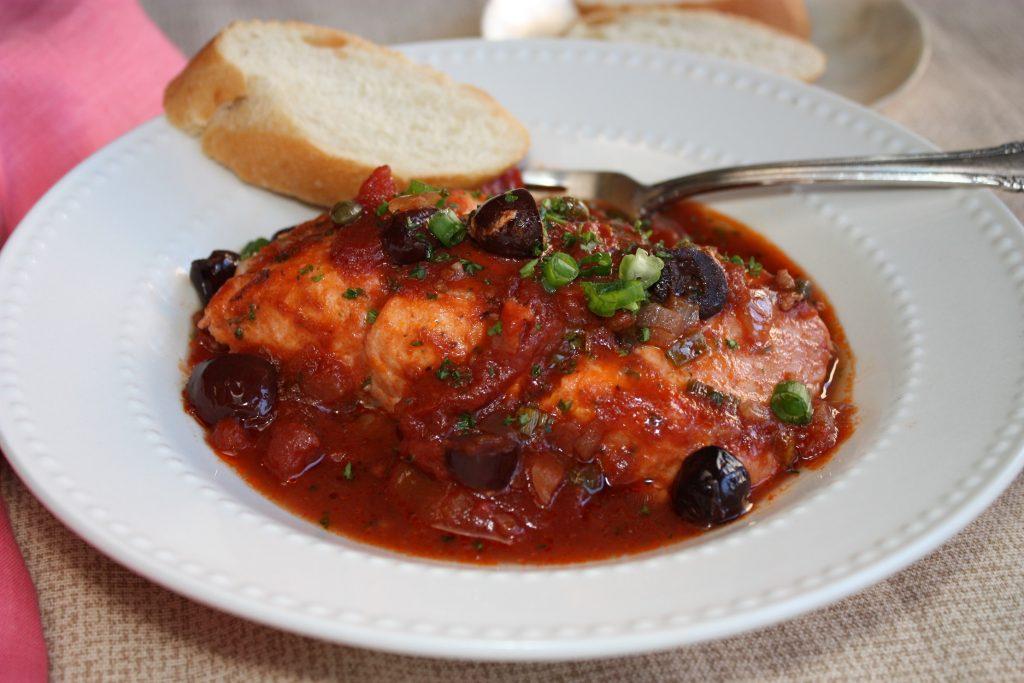 Salmão assado ao molho de tomate com vinho 1 Salmão assado ao molho de tomate com vinho