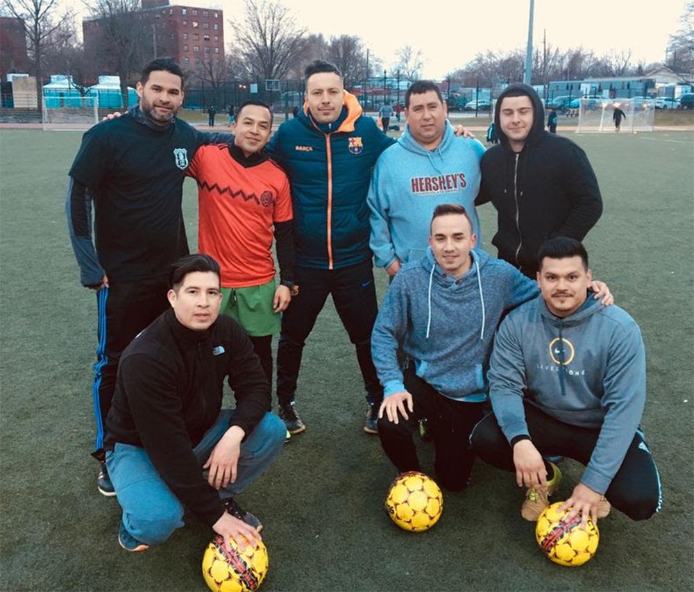 Foto14 Partida de futebol NY  Policiais jogam futebol com imigrantes em NY