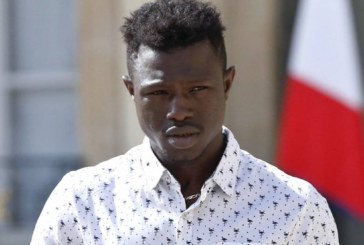 França legaliza imigrante que arriscou a vida para salvar criança
