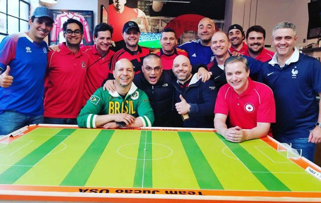"""Foto7 Buttom Soccer USA Brasileiros realizam """"Copa"""" de futebol de botão em Nova York"""