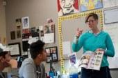 """Trump ignora que """"Professora do Ano"""" ensina imigrantes e refugiados"""