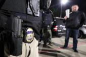 ICE prende 156 imigrantes durante batida em Chicago