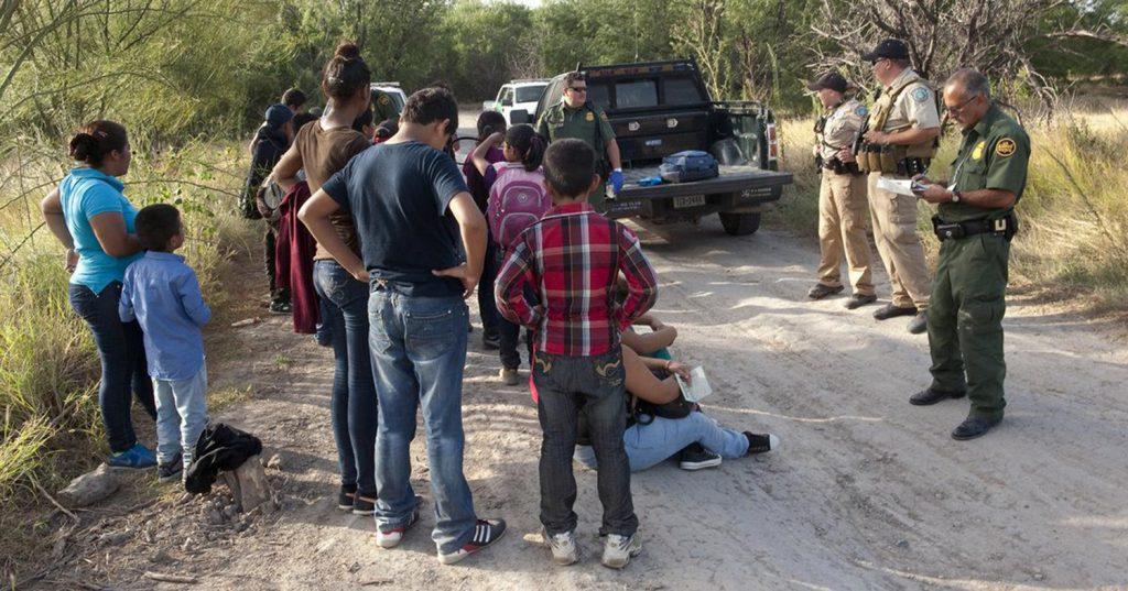 Foto23 Menores na fronteira dos EUA  Brasileira é separada do neto com autismo na fronteira dos EUA