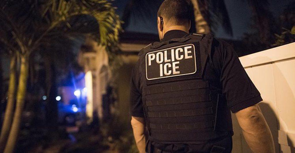 Foto24 Prisão do ICE Temendo o ICE, imigrantes deixam de denunciar violência doméstica
