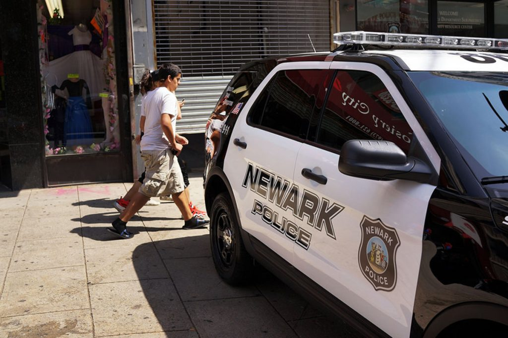 """Foto17 Delegacia de Policia NWK """"Horário de recolher"""" para menores já vigora em Newark"""