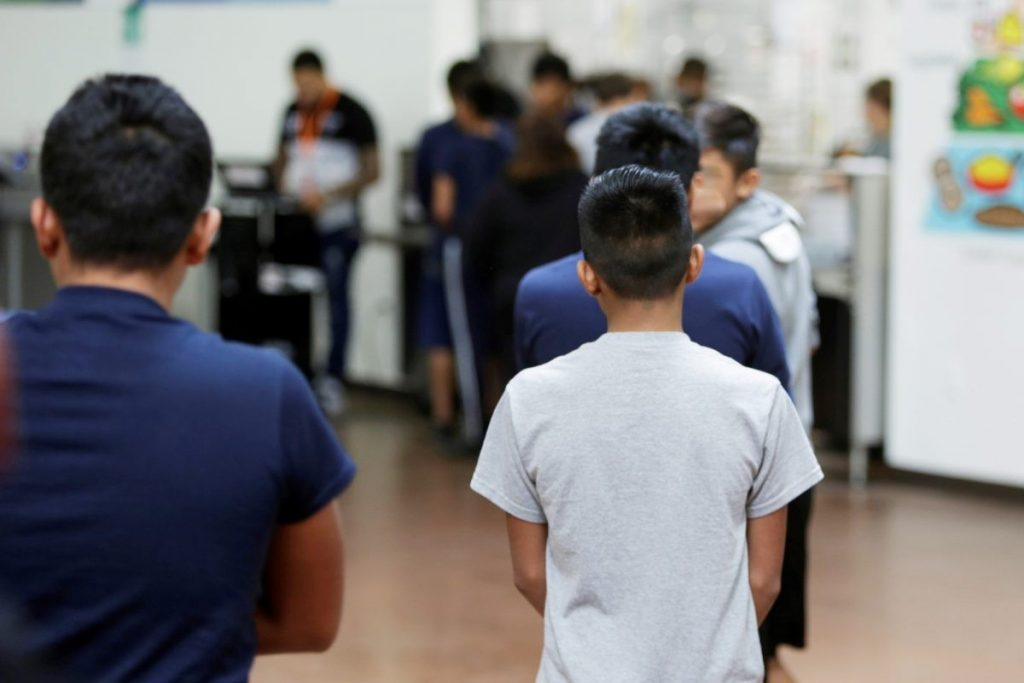 Foto21 Criancas em abrigo ONG denúncia casos de pedofilia em abrigos para imigrantes
