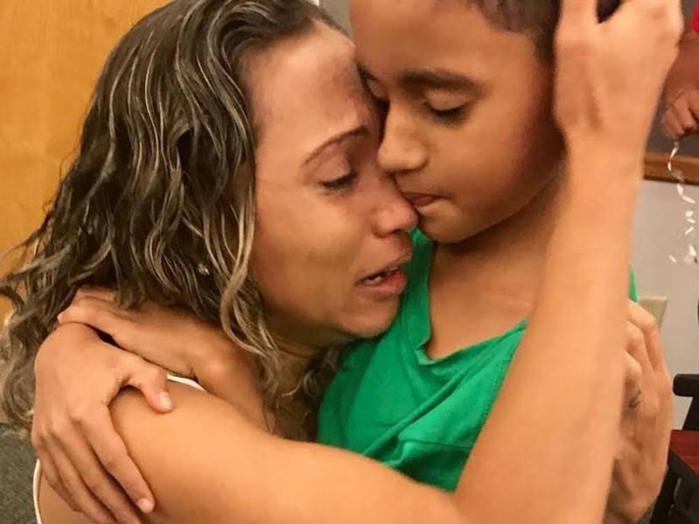 Foto27 W.R. e A.R Separados na fronteira, brasileira se reencontra com o filho após 44 dias