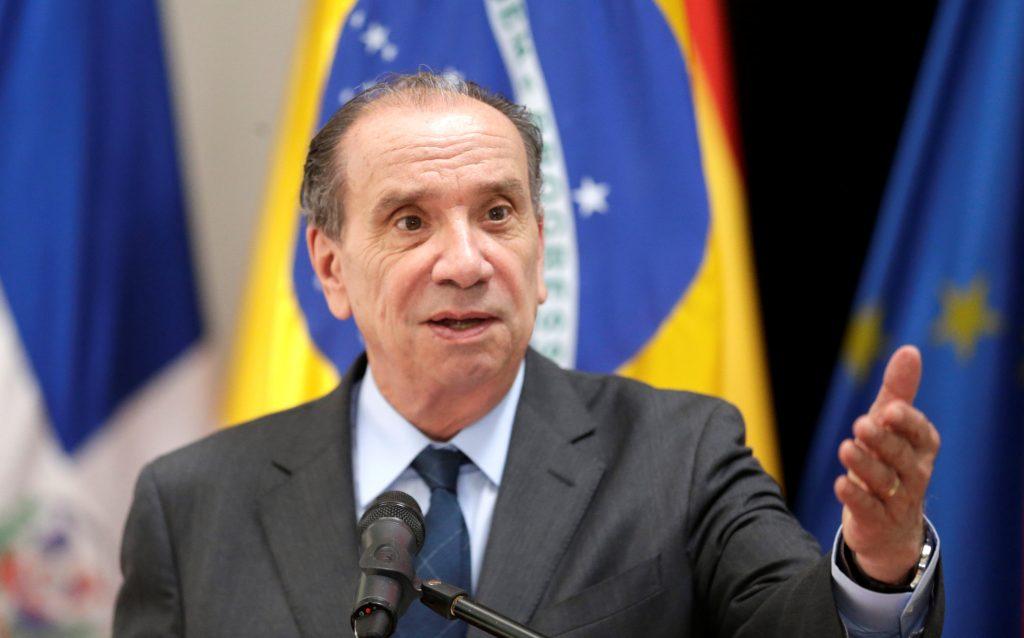 ministro aloysio Governo investiga redes de coiotes que levam brasileiros aos EUA
