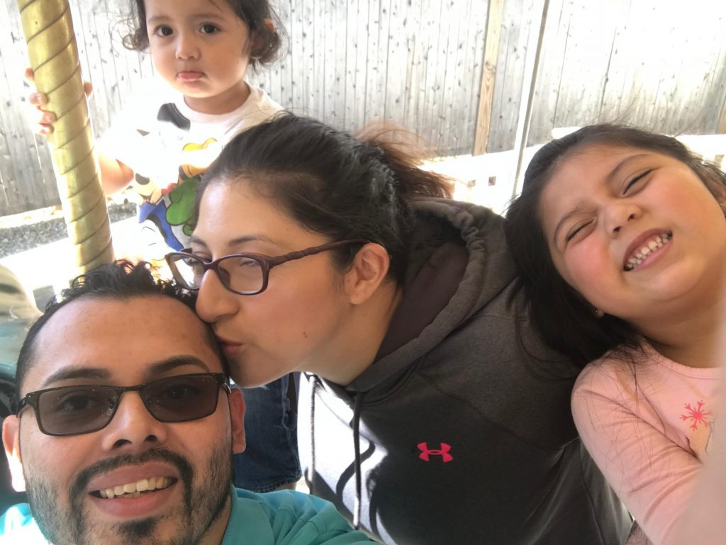 """Foto2 Lilian Calderon e familia ACLU: ICE arma """"emboscadas"""" para indocumentados que tentam se legalizar"""