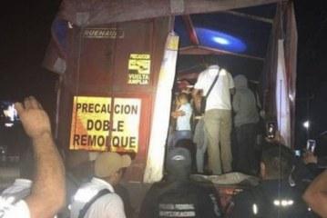 Patrulheiros descobrem 149 imigrantes escondidos em caminhão