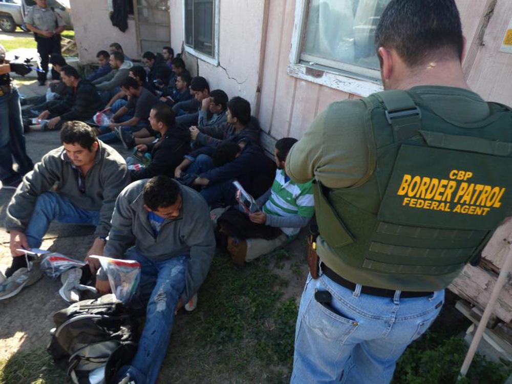 Foto24 Imigrantes detidos Pesquisa: Número de indocumentados nos EUA pode ser o dobro