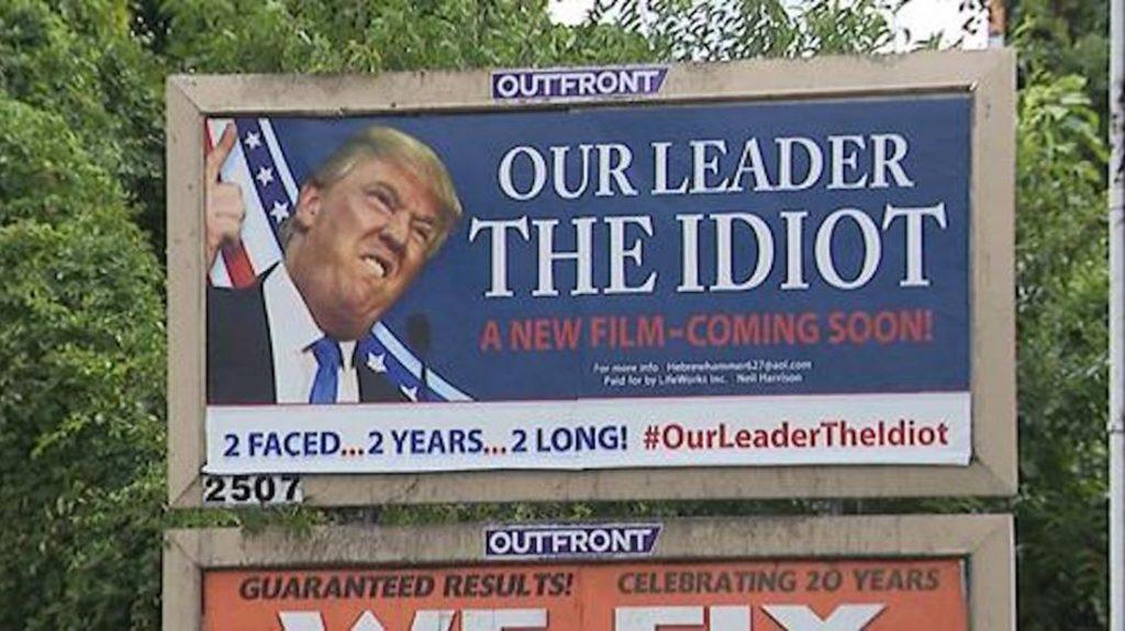 """Foto5 Donald Trump Union NJ: Outdoor polêmico chamando Trump de  """"idiota"""" em é removido"""
